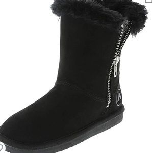 Airwalk warm and fuzzy boot.  NWT
